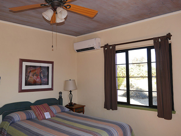 Apache Plume queen bed with a/c and ceiling fan